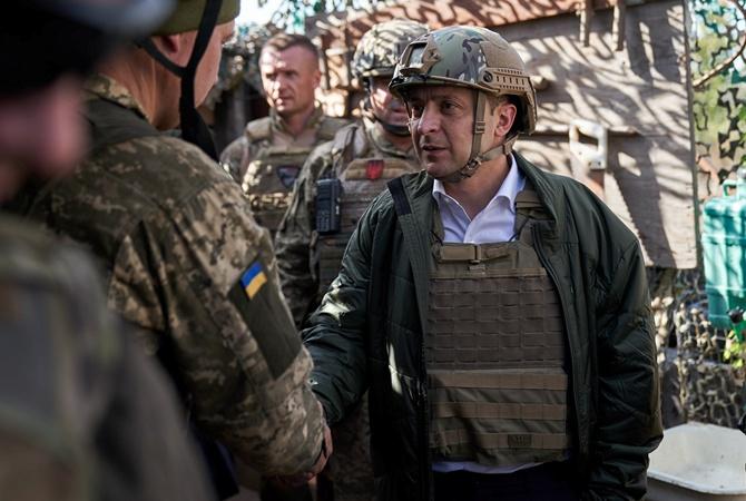 На Донетчине Зеленский проверил условия, в которых живут и служат украинские бойцы