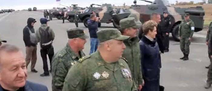 Танки, минометы, ствольная артиллерия: В Луганске на территории аэропорта выставили военную технику (Фото)
