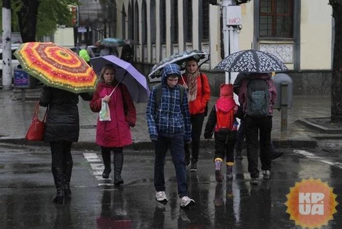 Синоптики предупредили, что первый день лета будет дождливым