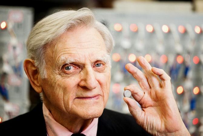97-летний нобелевский лауреат в области химии ходит в лабораторию каждый день