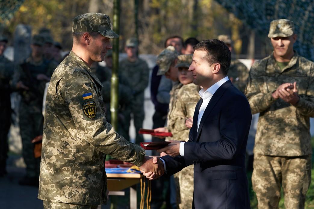 Зеленский присвоил почетные наименования бригадам ВСУ