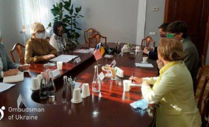 На неподконтрольном Донбассе незаконно удерживаются 235 человек, – Денисова