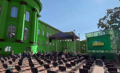 В сети обсуждают выдвижение кандидатов «Слуги народа» на фоне университета Шевченко