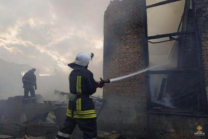 Рядом с горящим складом в Тернополе — нефтебаза