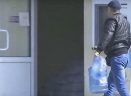 Прифронтовая Авдеевка снова осталась без воды (Видео)
