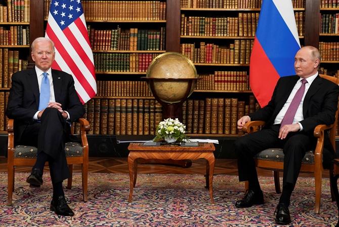 Путин и Байден досрочно прекратили общение на камеру из-за давки прессы