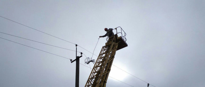 Энергетики ДТЭК Донецкие электросети восстановили линию электропередач в Марьинском районе