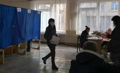 Больше всего нарушений в Рубежном: На Луганщине явка составила 37,2%