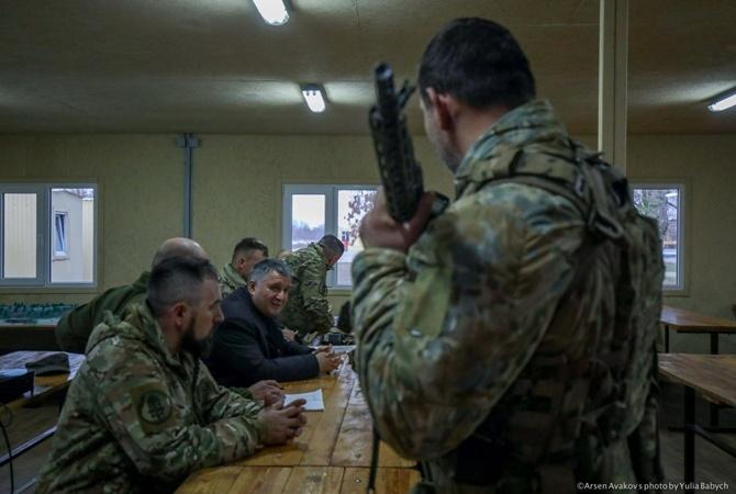 Аваков: украинские добровольцы в Золотом ничего не нарушали