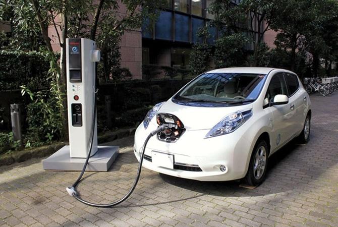 Какой будет твоя следующая машина: в Украине собираются запретить дизельные и бензиновые авто