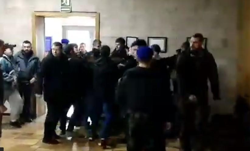 В суде по проспектам Бандеры и Шухевича произошла драка