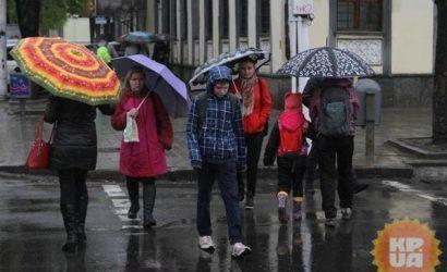 Синоптики предупредили о штормовом ветре и дождях на выходных: оранжевый уровень опасности!