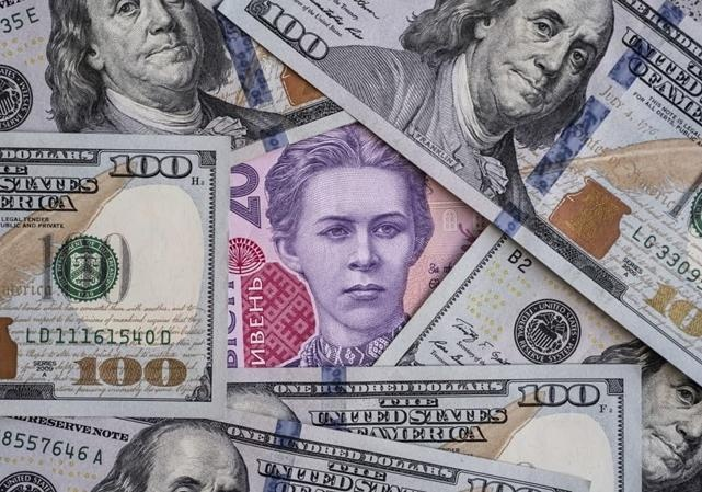 Курс валют на 5 мая: после длинных выходных доллар и евро упали