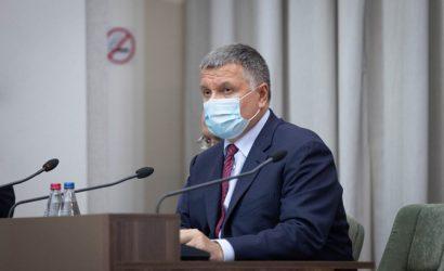 Аваков — о возможных санкциях против Порошенко: Он не враг, а часть внутренней политики
