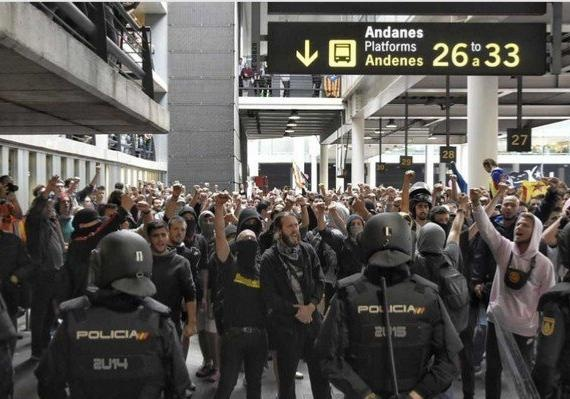 На протестах в Барселоне пострадали более ста человек