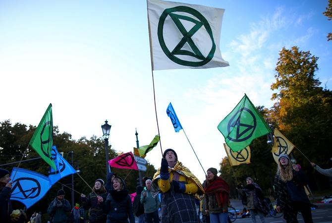 Экоактивисты заблокировали центр Берлина: протесты ожидаются в 60 городах по всему миру