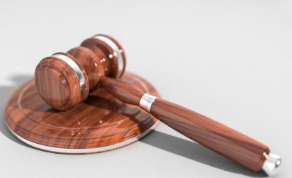 Обвиняемый в преступлениях суд отменил выговор Рожковой
