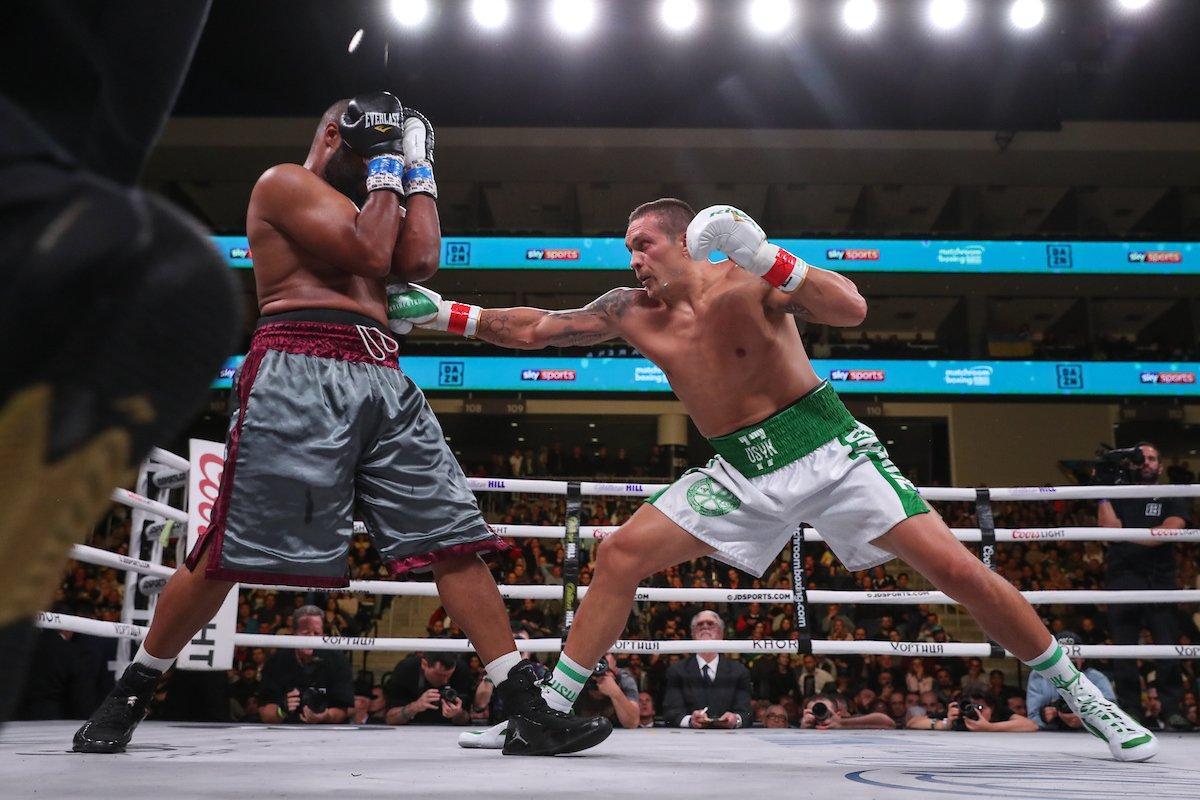 Усик боксировал в шортах с надписями «Симферополь» и «Украина»