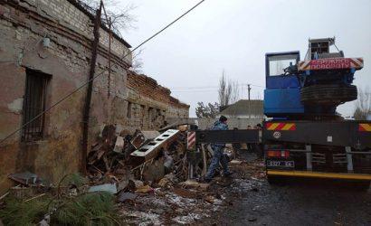 На Николаевщине произошел взрыв на территории школы. Железобетонная плита упала на человека