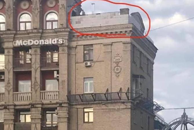 На крыше дома на Майдане Независимости появилась надстройка