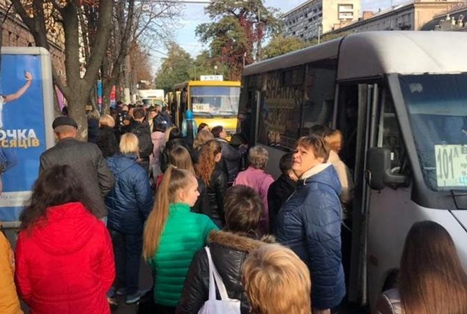 Транспортный коллапс в Днепре: центр города превратился в сплошной затор