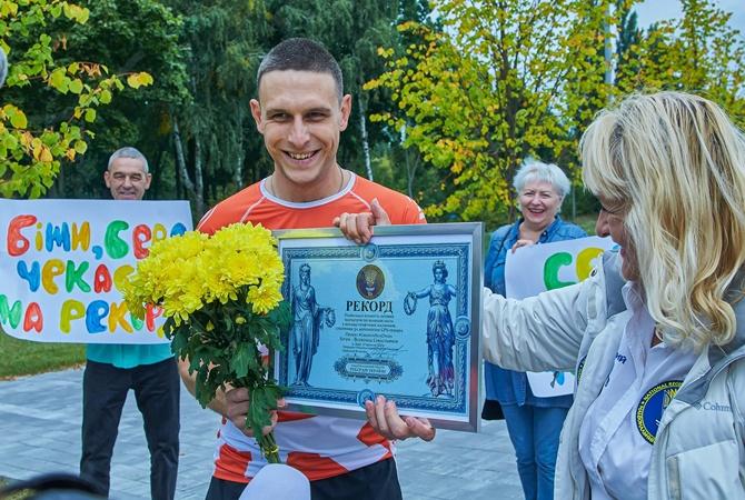 Киевлянин, который во время пробежек «рисует» фигуры на карте столицы, попал в Книгу рекордов Украины