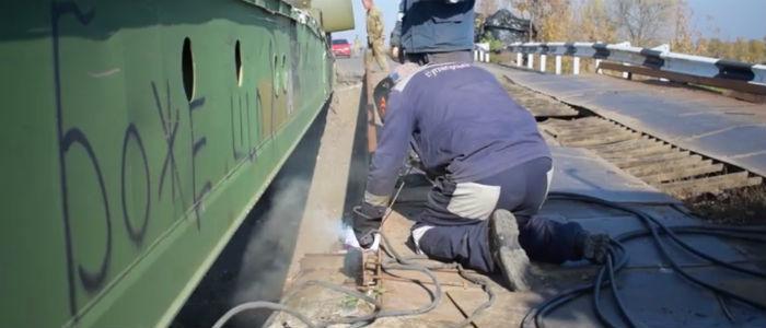 В штабе ООС показали, как армия ремонтирует мосты на Донбассе (Видео)