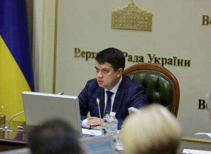 Разумков заявил, что коронавирусом заболели «максимум 15 народных депутатов»