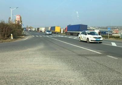 Под Ужгородом собралась 10-километровая очередь из 500 фур